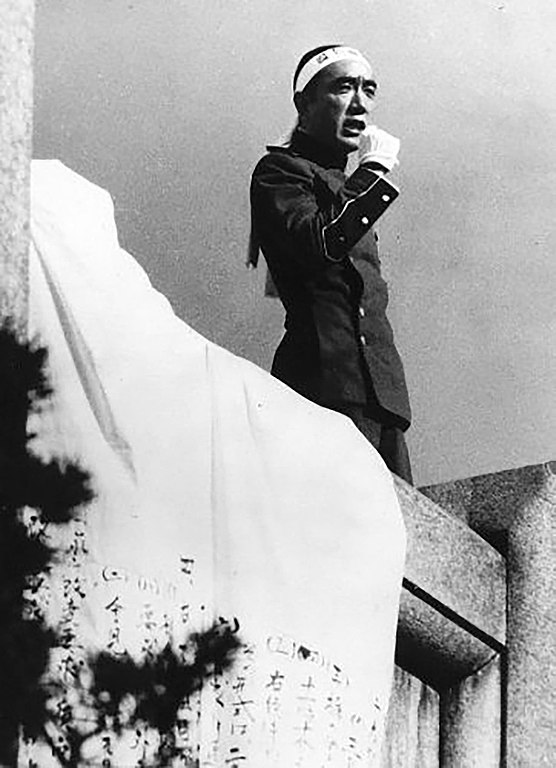 Mishima delivering his final speech